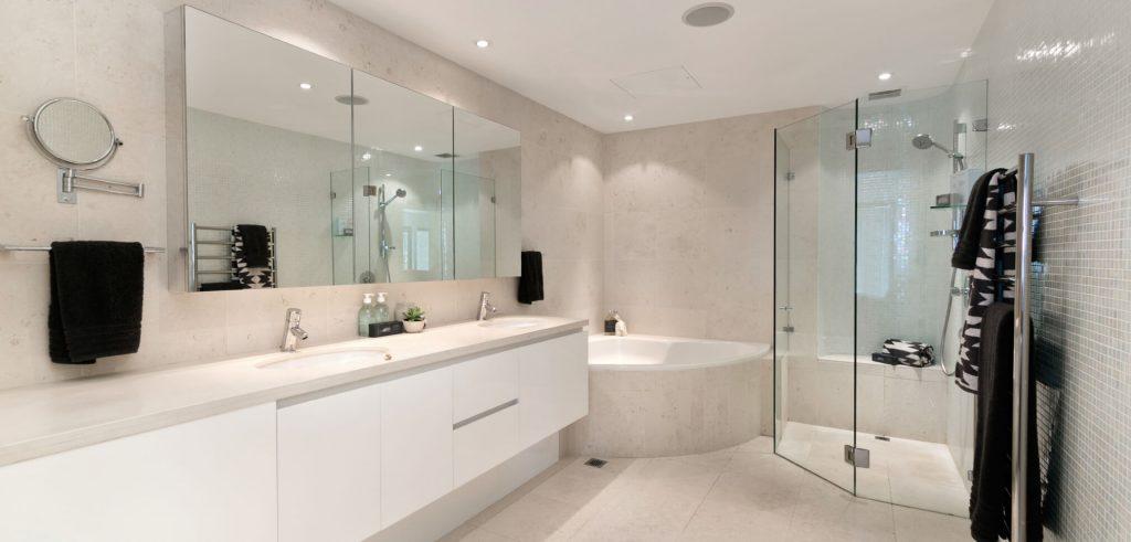 מקלחונים מזכוכית